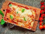 Лазаня с кайма, гъби, доматен сос и топено пушено сирене